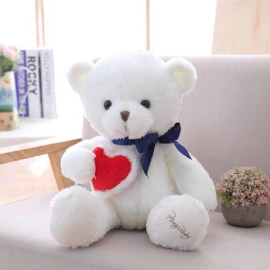 Милый белый медведь с сердечкой